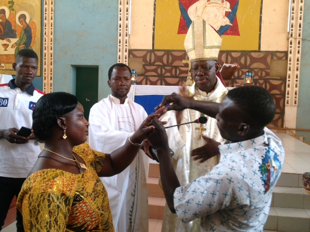 Immagine di Wedding mass for 56 couples in Burkina Faso on 17.04.2019